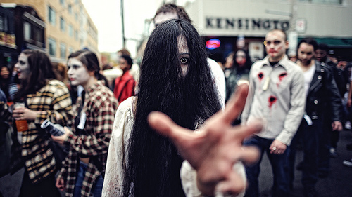 15 Ghastly Pictures of Toronto Zombiewalks