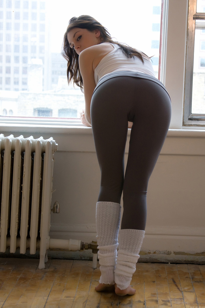 Girls in yoga pants (pics) - Bodybuilding.com Forums