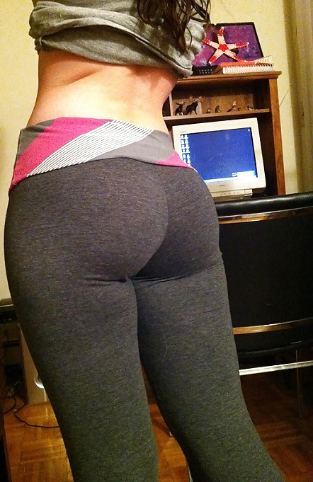 Sexy ass in yoga pants